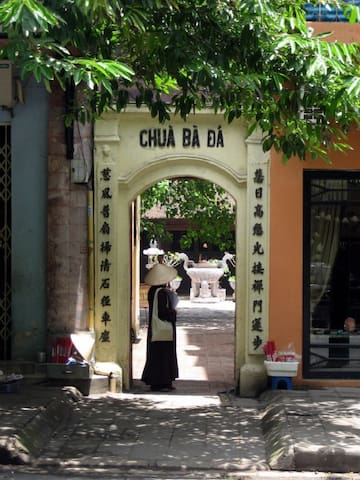 Entrance of  Ba Da Pagoda on Nha tho Street