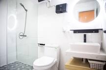 宽敞的浴室空间。