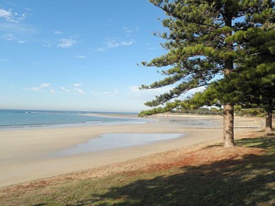 Front beach 1 min walk