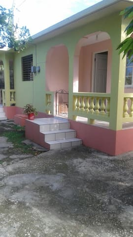 Chelsea Inn...the Place to be!!! - Montego Bay - Rumah