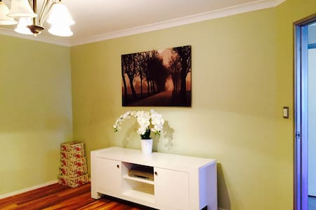 Comfy & Peaceful Home - East Victoria Park - Talo
