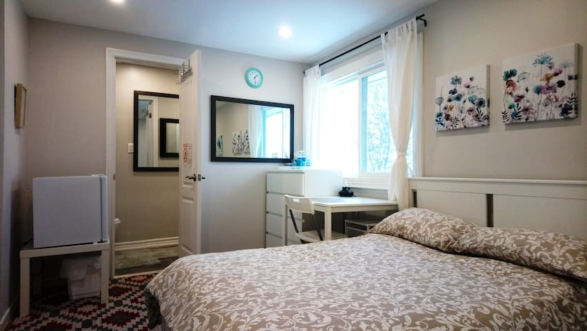 [1]Private bath,2nd floor,2beds,Near Sheridan coll