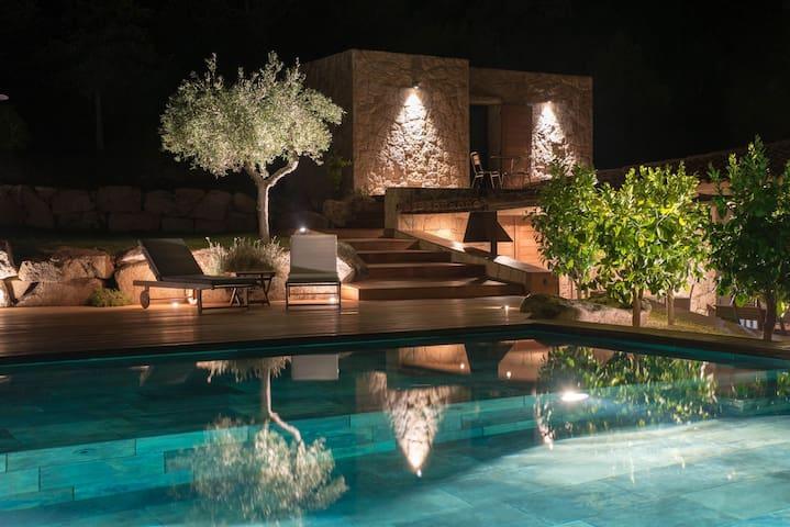Villa Laurina, avec piscine, proche Santa Giulia