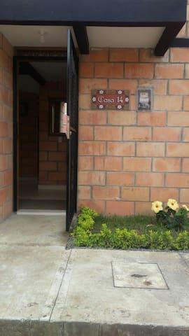 Casa de Descanso - Jardín - House