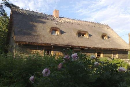 Peaceful old farmhouse - Ridala Parish - บ้านต้นไม้