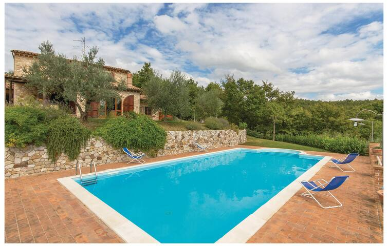 Holiday cottage with 4 bedrooms on 140 m² in Collelungo TR