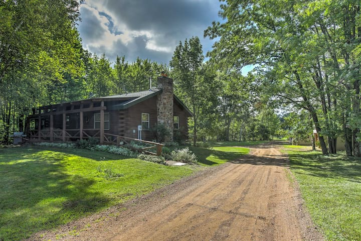 NEW! 6BR Wausau Area Cabin w/ 7 Horse Stalls!