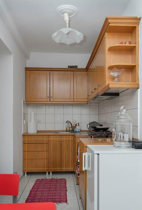Kitchen.... Κουζίνα (Ηλεκτρικές Εστίες   - Σερβίτσιο - Ψυγείο - Μαγειρικά σκεύη)