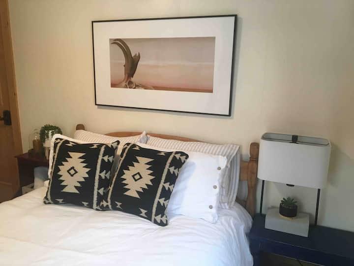 Comfy Burlington Cottage Suite Near UVM + Parking