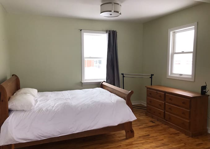Cozy, centrally-located one-bedroom suite