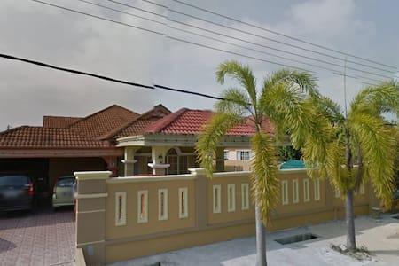 Free & Ezy Bungalow Stay in Kelantan - Melor