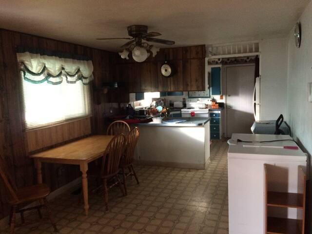 2823 Logan St Room D, Klamath Falls, OR