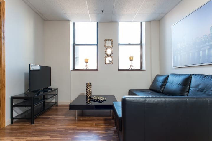 Downtown, Modern 2bd APT