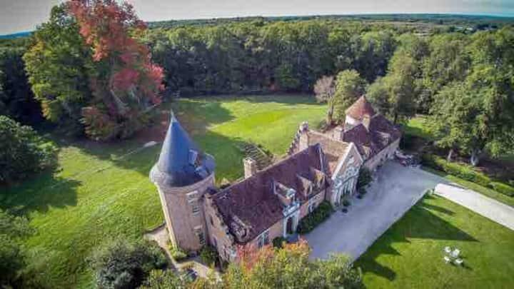 exquis chateau 15 eme siècle, tout confort moderne