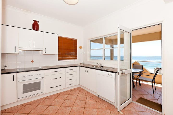 Avalon 2- uninterrupted views- almost on the beach with Wi-Fi