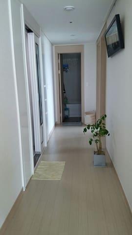 대명리조트,선착장 차로5분거리  편안하고 깨끗한 신축아파트 - Yongso 1-gil, Geoje-si - Leilighet