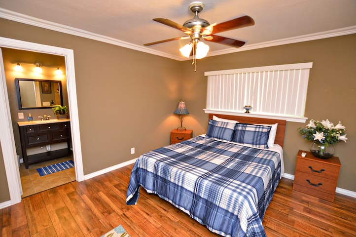 Master bedroom w/ queen bed & attached full bathroom