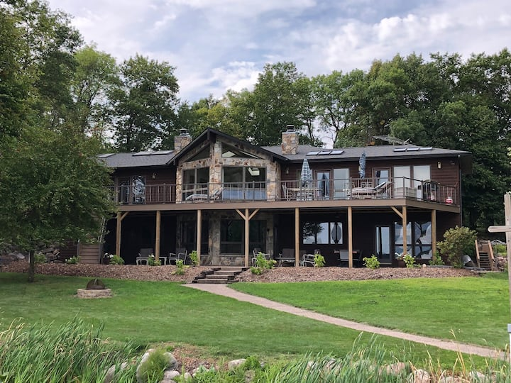 Large beautiful open concept chain of lakes home!