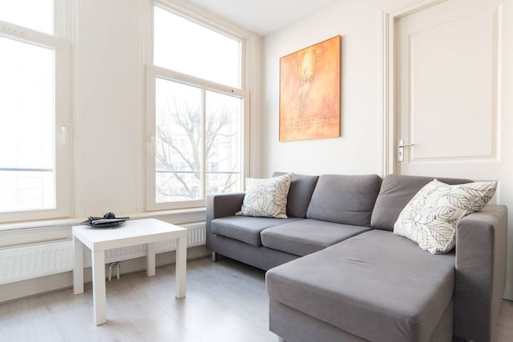 "Lovely apartment in trendy ""Pijp"" area"