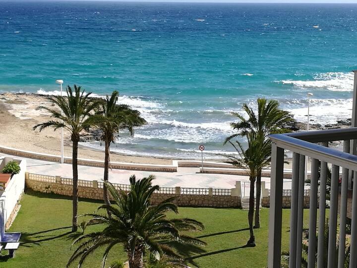 MILENA BEACH ( a 50 métres de la plage ,vue mer )