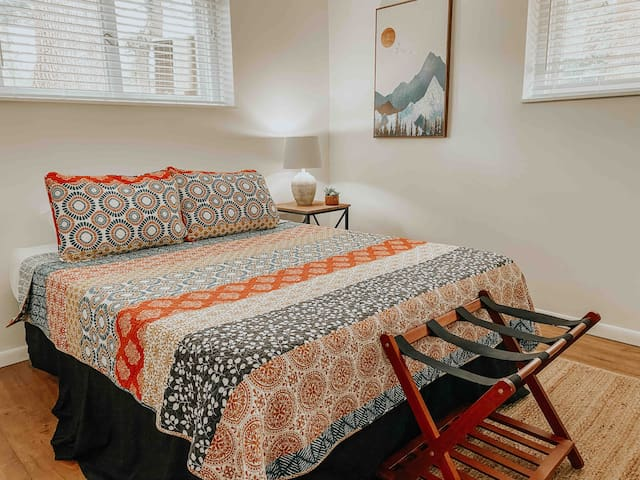 """""""We enjoyed our stay at this spacious home that boasted modern upgrades and large rooms. You can tell Matt cares about his guests experience. Situated in a sleepy neighborhood, the house is a 5 minute drive to town, which made this the ideal getaway"""""""