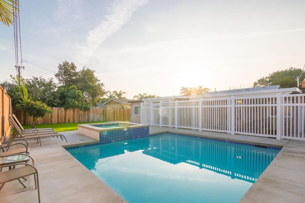 Big beautiful 5br 3bath pool spa close2 disney for Pool 2000 garden grove