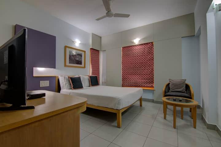 Super Deluxe 2 bhk Apt in Indiranagar
