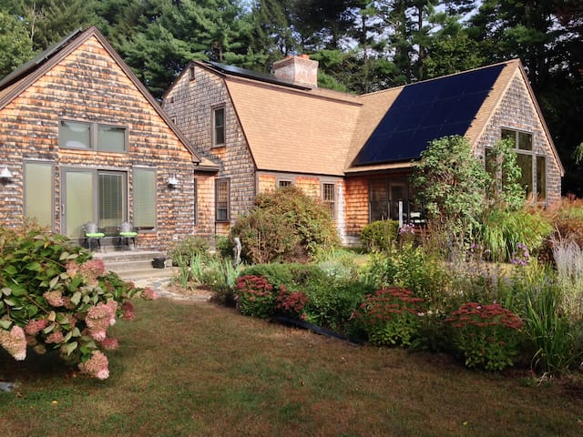 Peaceful! Queen bed & private bath. - Easthampton - House