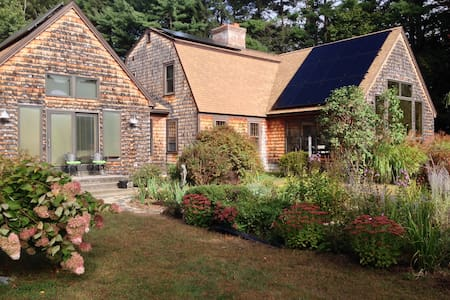 Peaceful! Queen bed & private bath. - Easthampton - Huis