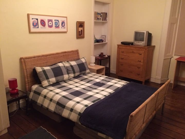 Glasgow West End double bedroom private bathroom