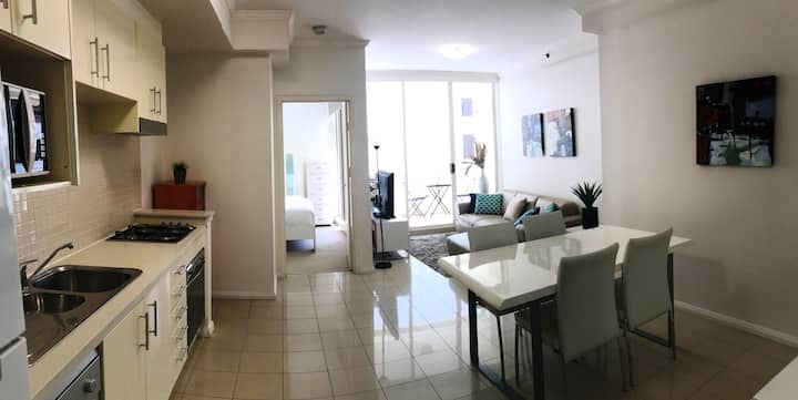 One Bedroom Apartment+ Study in the city centre.