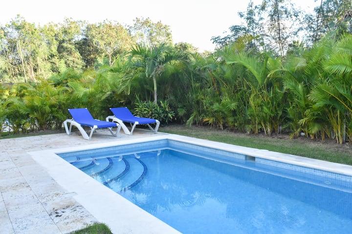 | ME VACATION | Luxury Villa with Beach Club