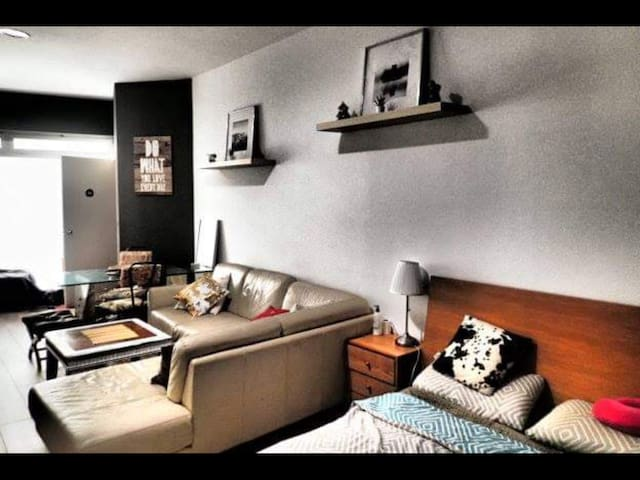 Huge Studio Style Room in Cool Area Close to Metro