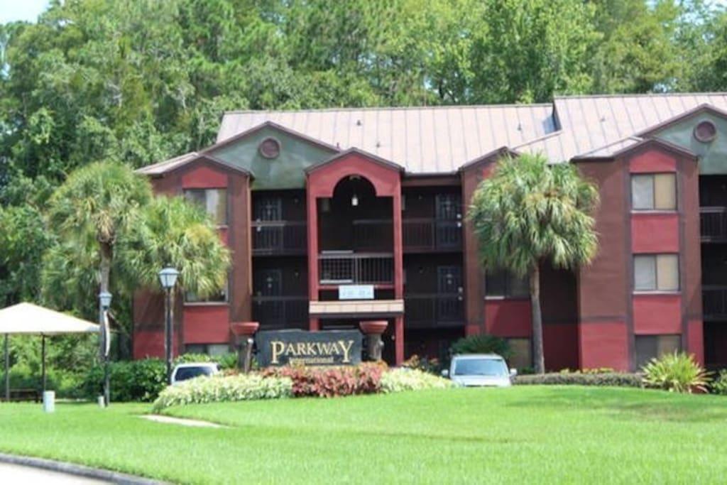 Florida ParkwayInternational Resort