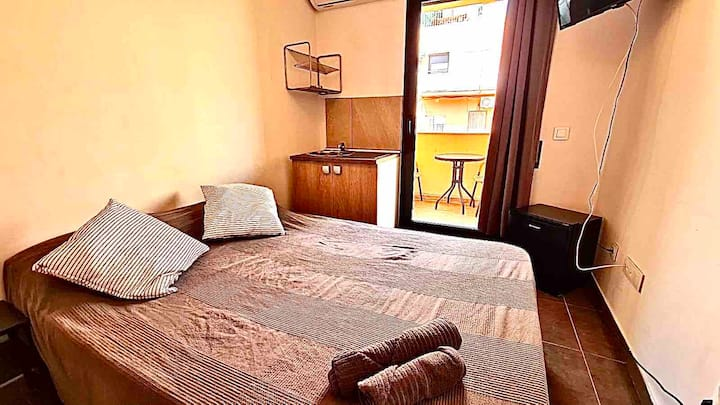 1 suite nueva, con balcón y cocina privada B11