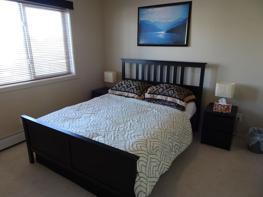 Large queen size bed.
