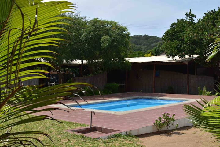 Boutique Gamboozini Lodge Private Queen Bungalow