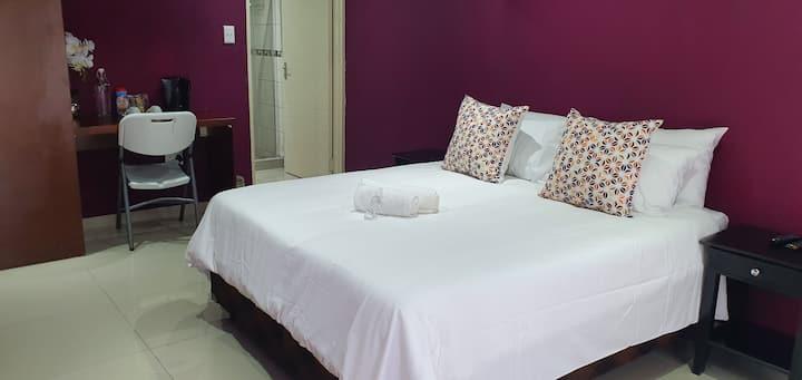 Tertius Lodge-Purple Room No 4