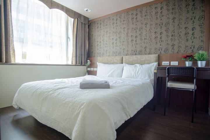 Stunning 1.5 bedroom apt in PRIME location!! 東區!
