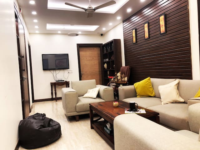 """CosyDen"" -Home away from Home!2BHK in posh Saket."