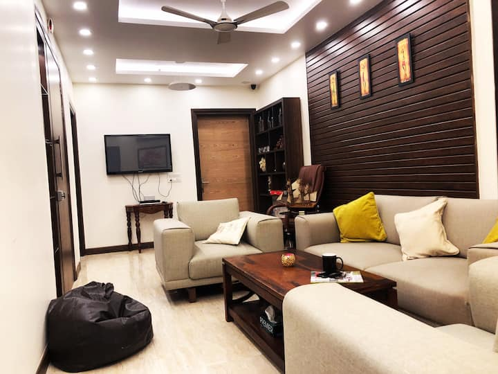 """""""CosyDen"""" -Home away from Home!2BHK in posh Saket."""