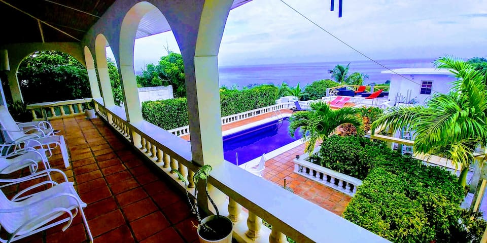 Chez Mango Luxury Oceanview Villa