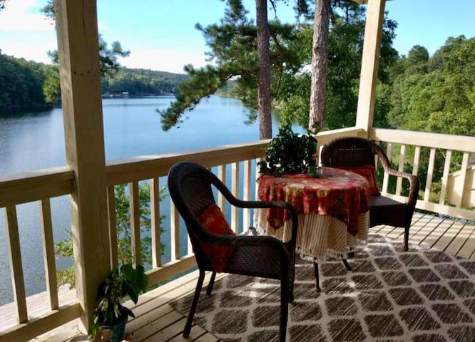 Stunning Balcony Room King Bed on Lake Norrell B&B