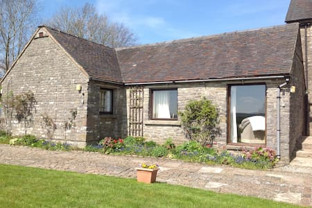 Grindon cottage - stunning location - Derbyshire