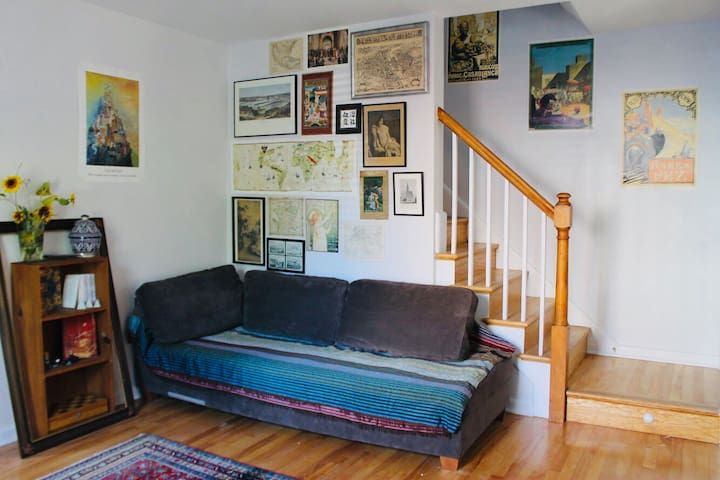 Charming DC row-house minutes away from Metro!