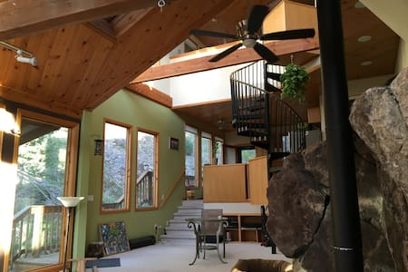 Rockhaus retreat 10 minutes from Boulder - Nederland - Casa