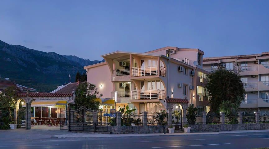 Vila Jadran - bar - Bed & Breakfast