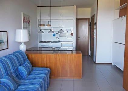 trilocale luminoso ed accogliente, 5 posti letto - Punta Ala - 로프트