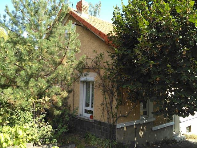 Charmante maison 3 chambres et son grand jardin - Clermont-Ferrand - House