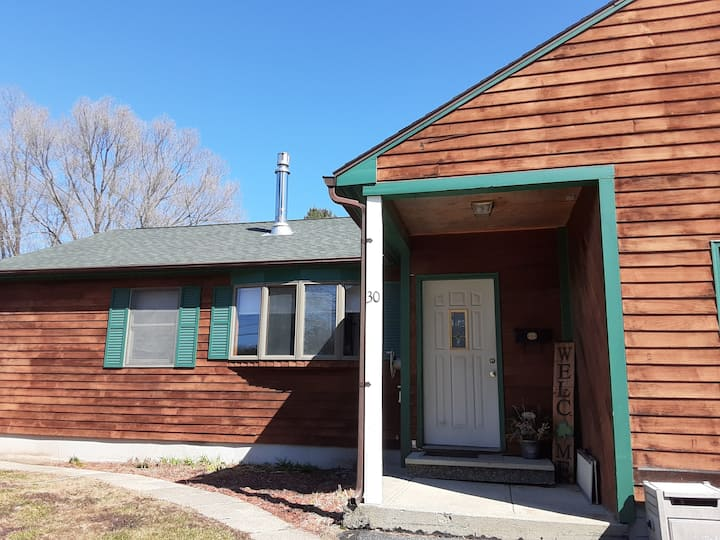 Cozy 2 bedroom home in nice Central Maine location